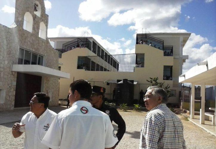 Las autoridades solidarenses prevén contratar a una empresa que inhiba la señal telefónica dentro de la cárcel municipal. (Daniel Pacheco/SIPSE)