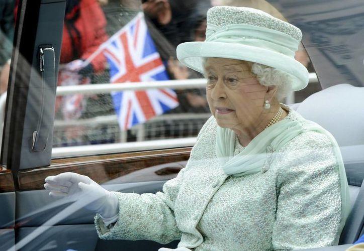 Son escasas las ocasiones que la Reina ha cancelado eventos por su estado de salud. (Archivo/Agencias)