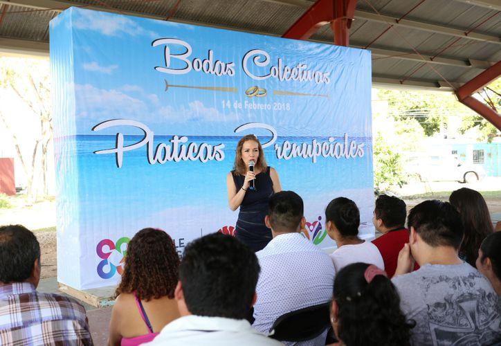 La jornada de pláticas prenupciales se realizó en el domo deportivo ubicado frente a las instalaciones del DIF de la Región 94. (Cortesía)