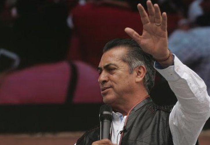 Jaime Rodríguez Calderón afirmó que los migrantes podrán permanecer en el estado, siempre y cuando sea legales. (Internet)