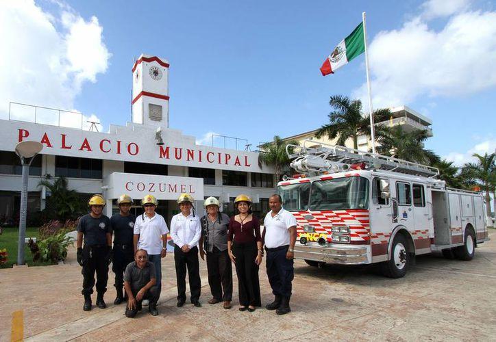 El alcalde realizó una visita a la Estación de Bomberos. (Cortesía/SIPSE)