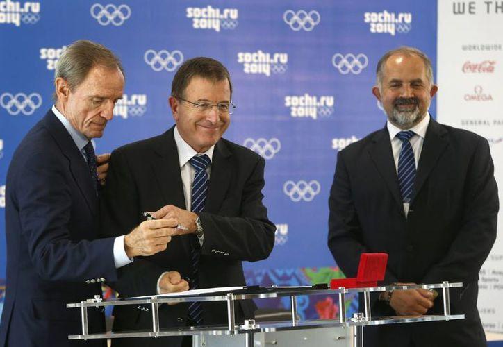 Jean-Claude Killy (i) aprobó los preparativos de Rusia para los Juegos que comienzan el 7 de febrero. (Agencias)