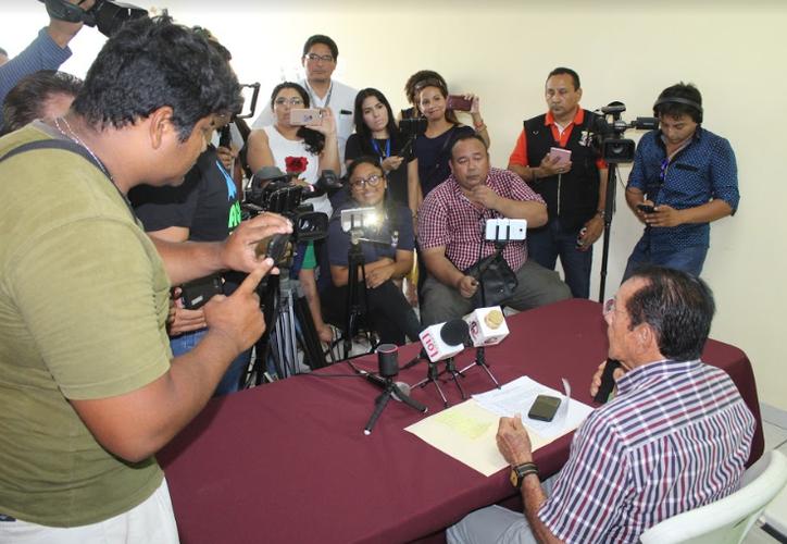 El virtual ganador de la presidencia de Othón P. Blanco, Hernán Pastrana expuso ante los medios de comunicación cuáles serán sus primeras acciones de gobierno. (Ángel Castill/SIPSE)