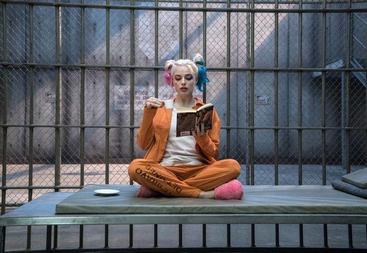 La popularidad de la Harley Quinn de Margot Robbie no se ha salvado de las fuertes críticas que la película ha recibido. (Clay Enos/Warner Bros vía AP)