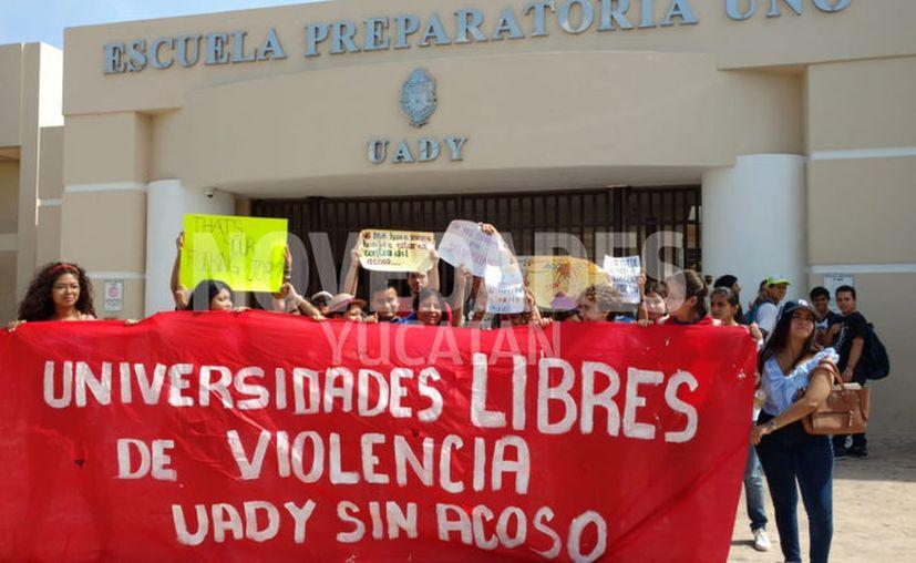 Primero se presentaron en el plantel. (Jorge Acosta/Novedades Yucatán)
