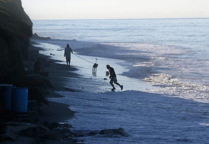 El huracán 'Sandra' provocará oleaje de dos a 2.5 metros de altura en el sur de Baja California Sur. (Notimex)