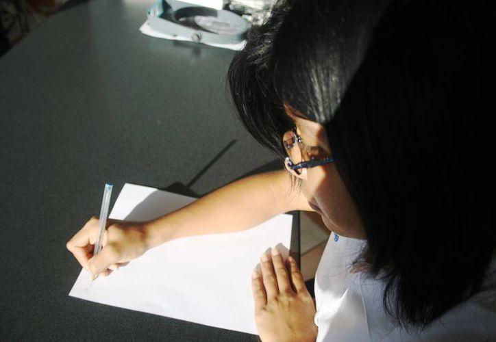 El IEEA invita a los estudiantes a realizar su servicio social como instructores para adultos. (Octavio Martínez/SIPSE)