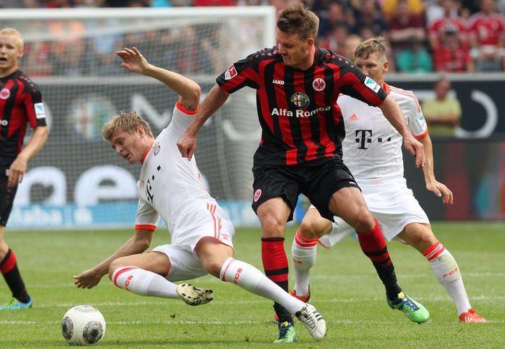 Desde el primer tiempo, el Bayern Múnich dominó el el partido ante el Francfort. (Agencias)