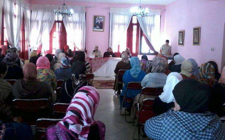 De acuerdo con Human Rights Watch, el código penal marroquí no reconoce la violencia doméstica como crimen. (internacional.elpais.com)
