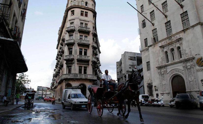 Este 10 de julio se transmitirá un documental sobre la vida en Cuba. En la foto, un calesero en calles de La Habana.  (Archivo/AP)