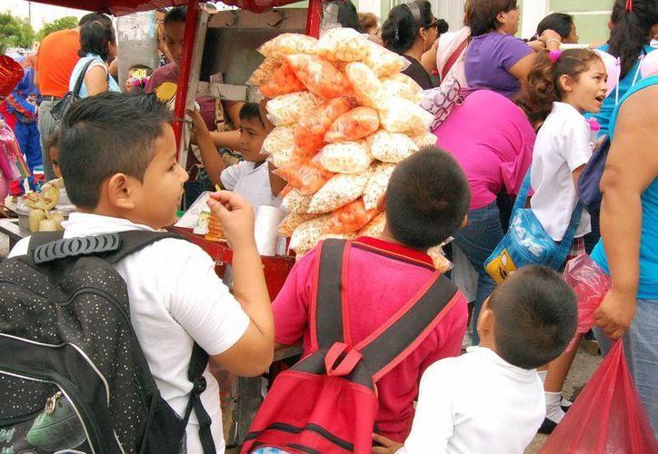 Las malas costumbres alimenticias en Yucatán ya están pasando factura con una población de niños obesos. (SIPSE)