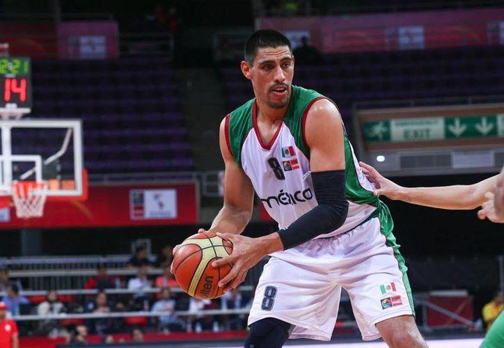El méxico Gustavo Ayón brilló en el campeonato de la Euroliga que conquistó el equipo de basquetbol Real Madrid. (Notimex)