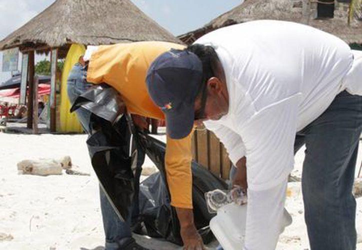 Piden el apoyo a las personas para ayudar a preservar limpios los arenales. (Consuelo Javier/SIPSE)