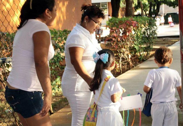 Hoy empieza fin de semana largo para los niños que festejan su día, mañana no habrá clases por el Día del Trabajo, regresan el lunes y el martes es inhábil por el aniversario de la batalla de Puebla. (Milenio Novedades)
