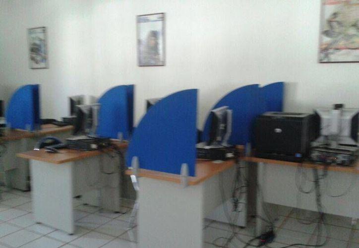 Los exámenes para la certificación se llevan a cabo en la UT de Cancún de lunes a viernes en el horario de la mañana; la preparación del aula se realiza con previo aviso. (Francisco Gálvez/SIPSE)