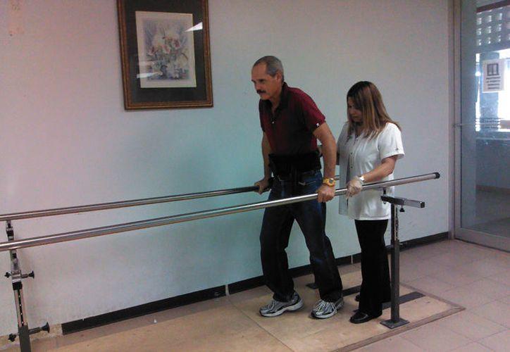 En caso de lesiones, un rehabilitador o fisioterapeuta certificado, es la persona indicada para determinar el tratamiento a seguir. (SIPSE)