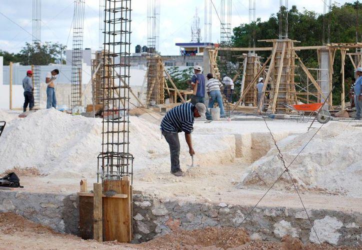 Las empresas constructoras participarán en la edificación de 17 escuelas en Quintana Roo. (Tomás Álvarez/SIPSE)