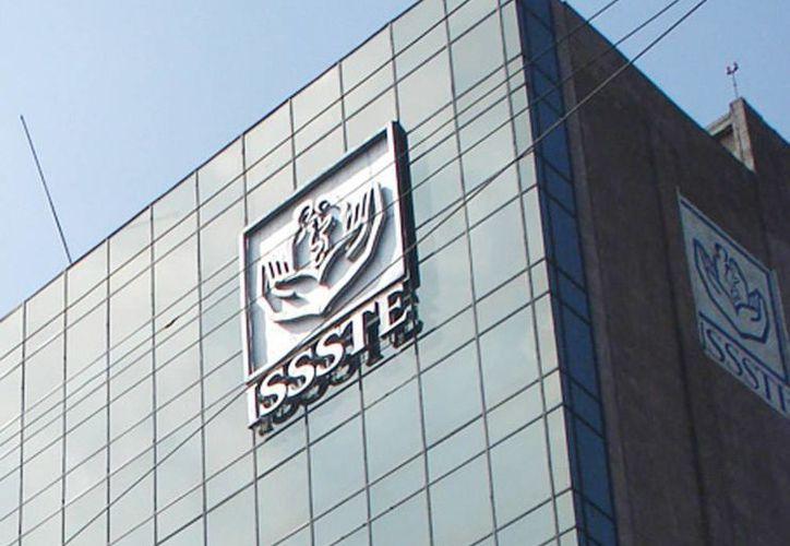 El Issste, al igual que el IMSS, aseguran que sus servicios seguirán siendo públicos. (Archivo/Agencias)