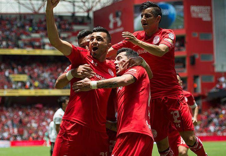 En una espectacular remontada en los últimos minutos, el equipo de Toluca derrotó 3-2 al Atlas. (Mexsport).