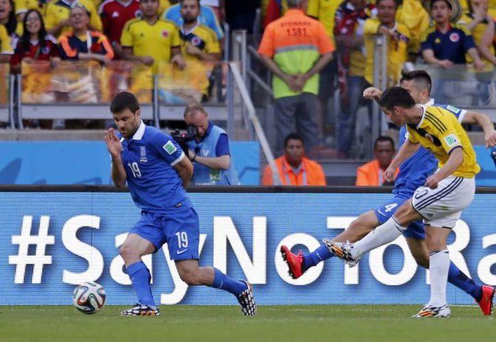 James Rodríguez anotó el tercer gol al final del partido entre Colombia y Grecia. (Foto: AP)
