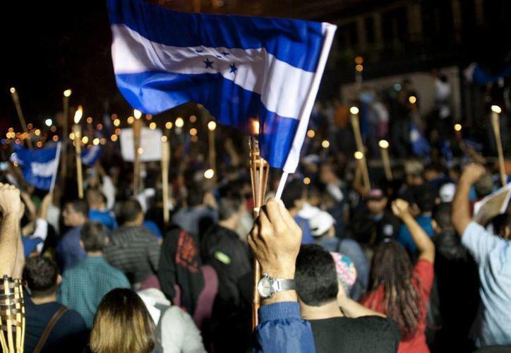 Al menos doce casos de corrupción se han ventilado en las últimas semanas en Honduras, el más grande el del Seguro Social. Miles de ciudadanos salieron a las calles el viernes para exigir castigo a los responsables. (EFE)