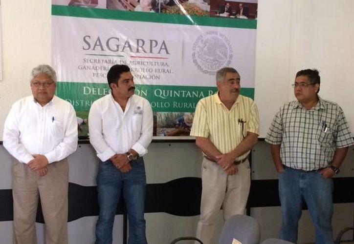 Funcionarios estatales y municipales estuvieron presentes en el nombramiento de Guillermo Maldonado Vázquez. (Cortesía/SIPSE)