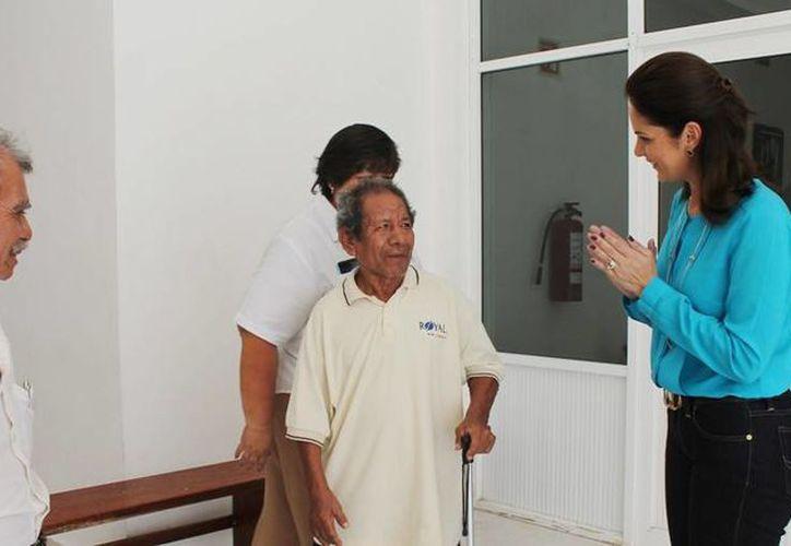 Rosendo García Hernández recibió el apoyo en las instalaciones del DIF. (Cortesía/SIPSE)