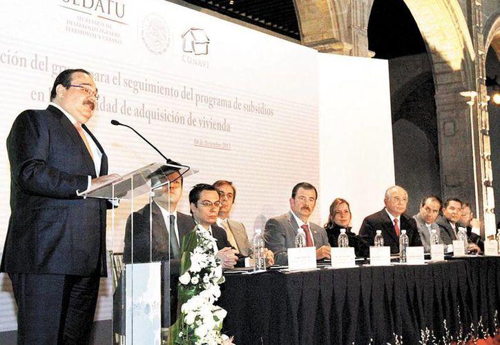 Llama Jorge Carlos Ramírez Marín a los bancos a desarrollar y apoyar al sector constructor y de viviendas. (Milenio)