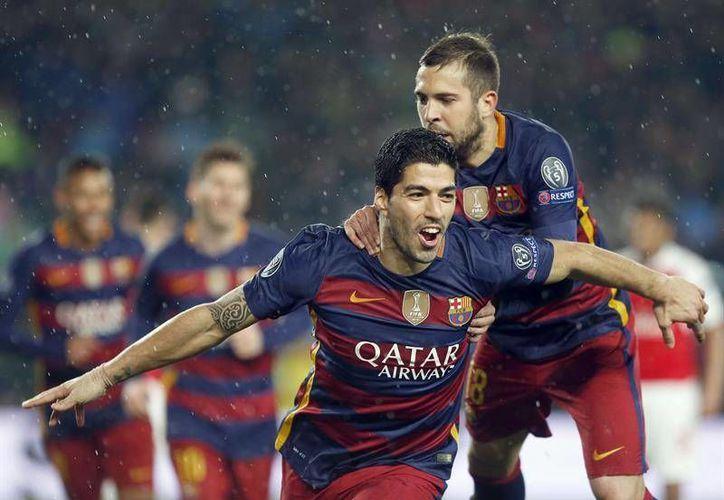 Luis Suárez marcó el 2-1 con el que el Barcelona se fue arriba en el juego de vuelta de los octavos de final de la UEFA Champions League ante el Arsenal. (EFE)