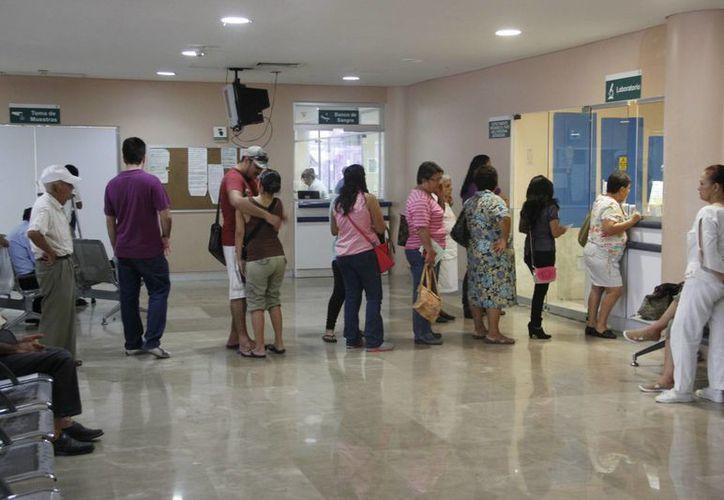 Por motivos religiosos algunos pacientes se niegan a someterse a una transfusión de sangre. (Tomás Álvarez/SIPSE)