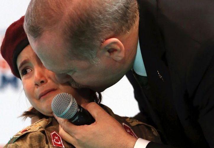 Algunas personas se sintieron consternadas por la escena de la menor llorando. (Foto: AP)
