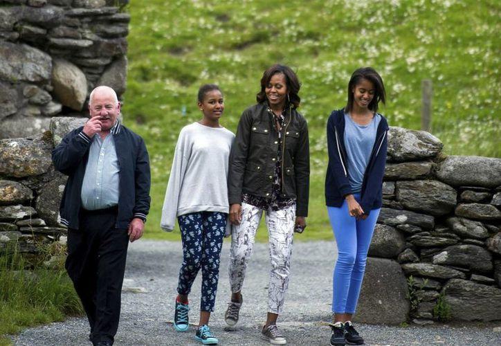 Las críticas a la vestimenta de las hijas de Barack y Michelle Obama hizo arder las redes sociales. (EFE)