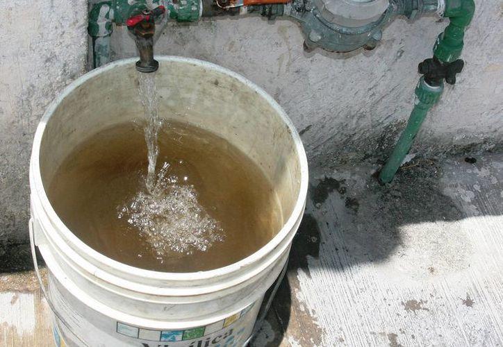 El 70% de los conductos de asbesto de Cozumel ha sido cambiado, según personal de la Capa. (Irving Canul/SIPSE)
