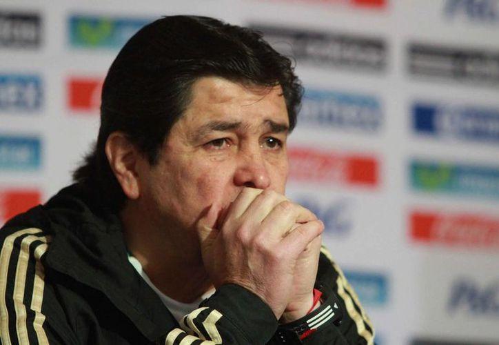 Luis Fernando Tena, quien regresa al Cruz Azul por cuarta ocasión, considera que tiene carácter, y que éste controla su temperamento. (Notimex)