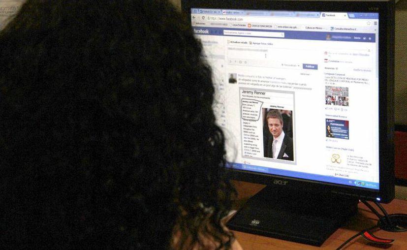 Los adolescentes le toman importancia a los comentarios de las redes sociales. (Tomás Álvarez/SIPSE)