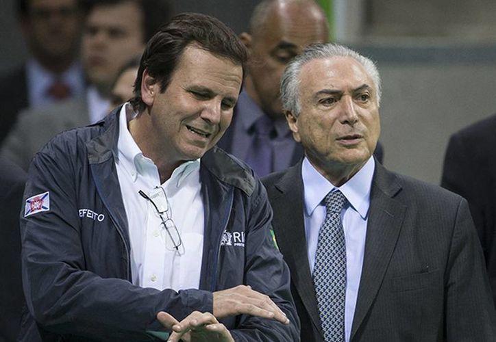 El alcalde de Río de Janeiro, Eduardo Paes (izq.) junto al presidente interino de Brasil, Michel Temer. (Excelsior)