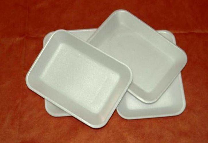 El poliestireno se usa en la fabricación de platos, vasos, bandejas de comida rápida, empaques, etc. (Internet)