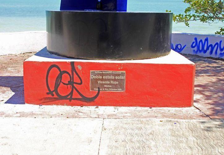 Orientan a los jóvenes para evitar el consumo de drogas y el vandalismo. (Enrique Mena/SIPSE)