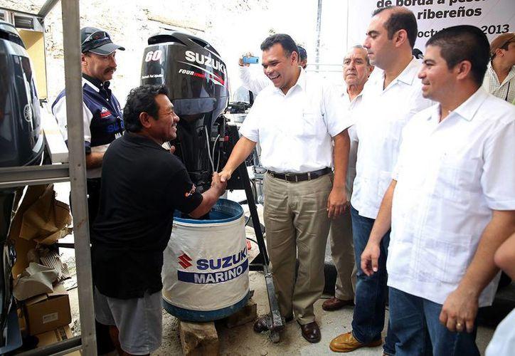 La entrega de motores en Sisal. (SIPSE)