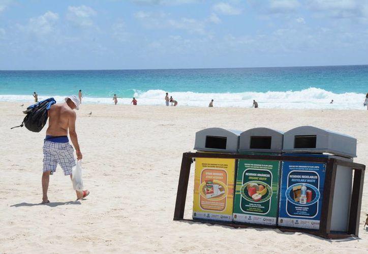 En las playas certificadas se realiza limpieza de las 6 a las 18 horas. (Victoria González/SIPSE)