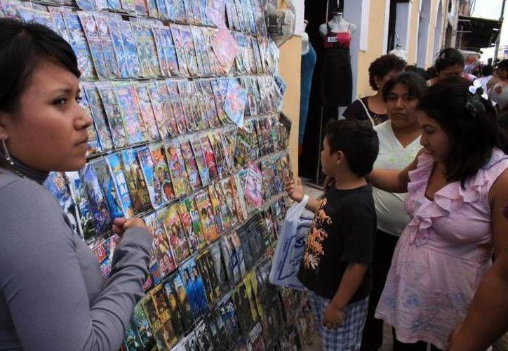 Las autoridades combaten la venta de piratería en Mérida, Progreso y Valladolid. (Archivo/SIPSE)
