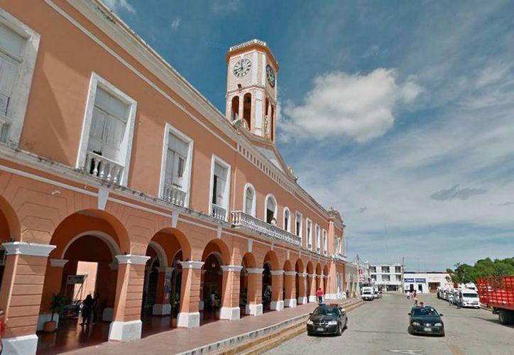 El Palacio Municipal de Motul fue embargado por una deuda con un particular. La actual administración denunció al alcalde anterior, Julián Pech Aguilar. (Street view/Google maps)