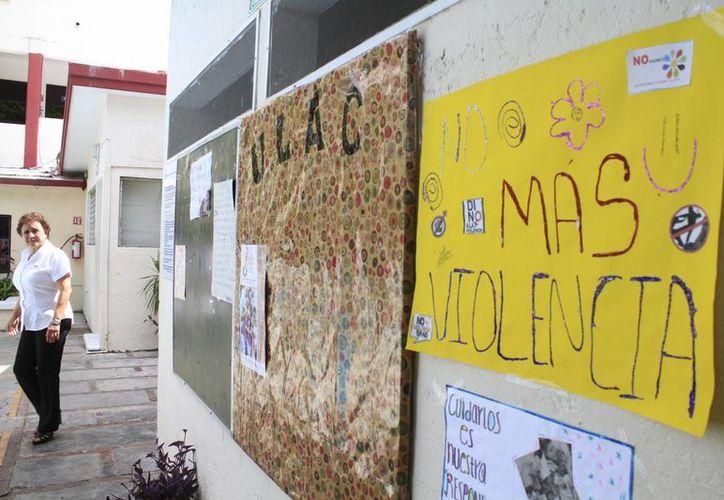 La campaña inició ayer con la presentación de la conferencia en las instalaciones del plantel escolar. (Sergio Orozco/SIPSE)