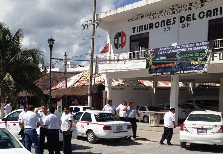 Los ruleteros tienen la propuesta que presentarán a Sintra, la cual consiste en aumentar la tarifa cinco pesos más, el viaje Playa-Tulum. (Rossy López/SIPSE)