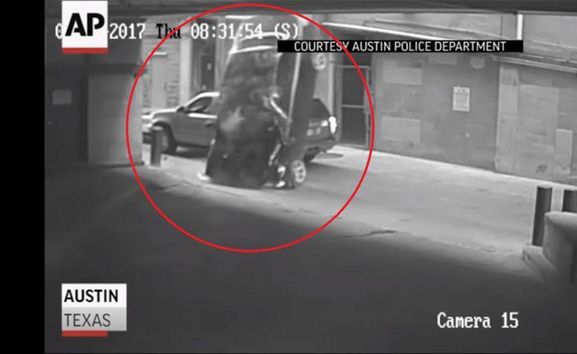 En septiembre del año pasado, una SUV cayó del noveno piso del mismo garaje. (Foto: Captura del video)