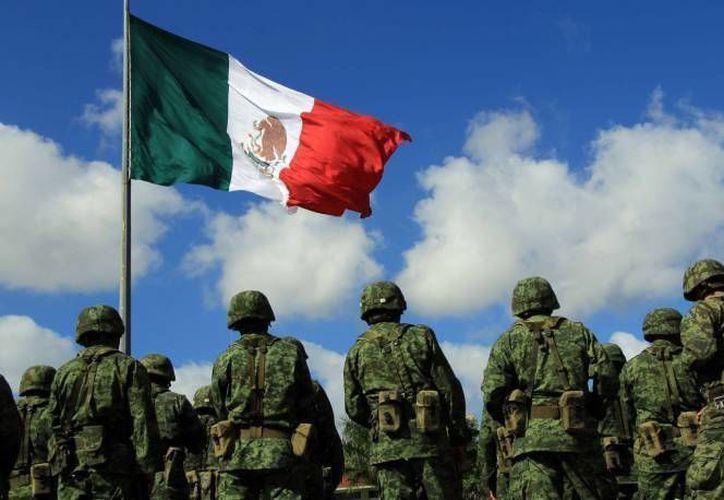 Personal militar cortó las armas con maquinaria especial, después de realizar una ceremonia. (Luis Soto/SIPSE)