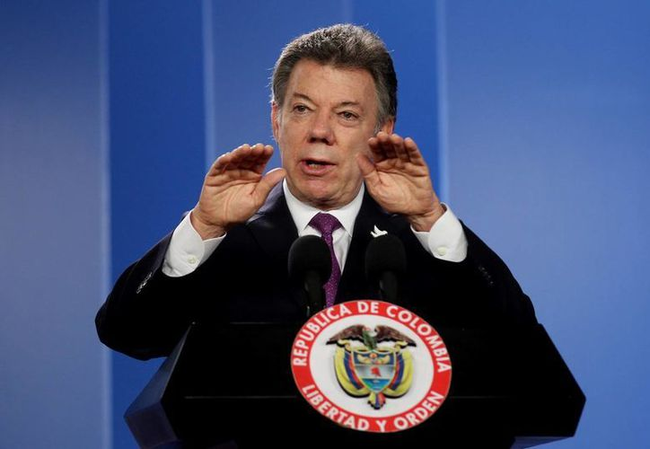 El presidente colombiano Juan Manuel Santos pidió a los ciudadanos moderar el consumo de agua y energía por la sequía que seguirá afectando al país. (EFE)