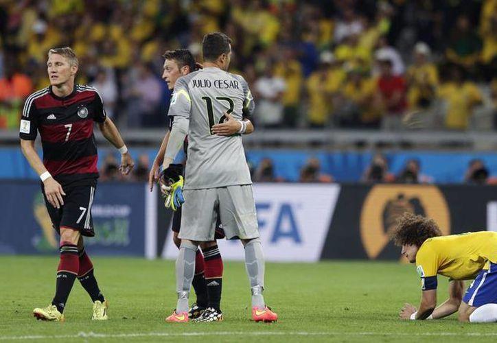 Una lluvia de siete goles de Alemania hizo trizas el corazón de los aficionados brasileños. (AP)