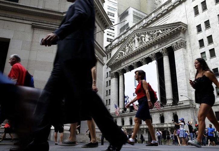 Los débiles resultados de la econmía global harán que las tasas de interés permanezcan sin cambios por lo menos hasta 2016, opinan expertos. (Archivo/AP)
