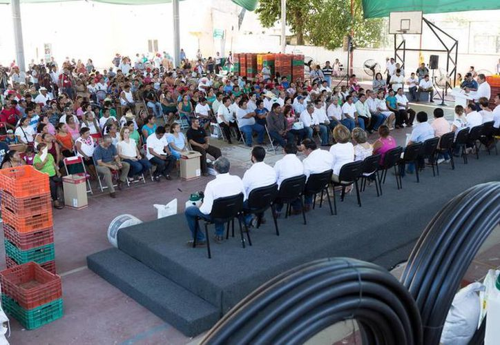 La entrega de los apoyos y aves de traspatio se efectuó en Mocochá. (Milenio Novedades)
